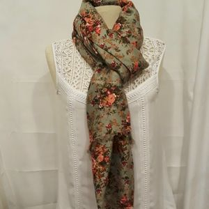 75x34 gorgeous sage green Rose scarf so soft new w